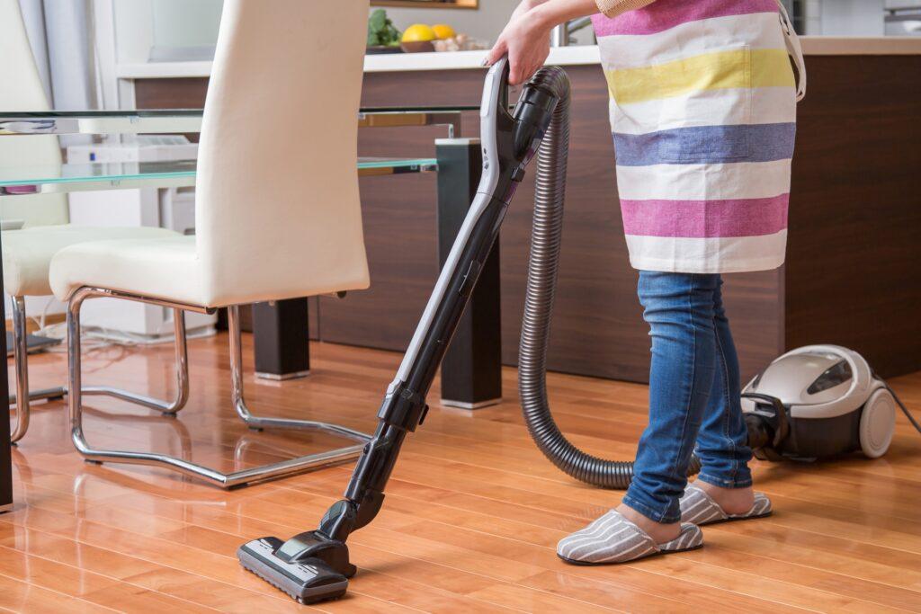 お掃除の際の姿勢を見直す